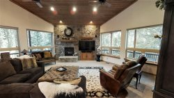 Moon River - Newly Renovated - On the River - Washer/Dryer - Hot Tub - Wi-Fi - Secluded - Gas Fireplace