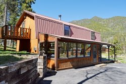Roberts Trappers Lodge - New Listing in Upper Valley!