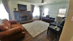 Serendipity House 4 - In Town - Pet Friendly - WiFi - Satellite - Washer/Dryer - Large Open Floor Plan - Wood Burning Fireplace