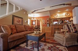 The Rustic Retreat - In Town, Beautifully Decorated & Furnished, Wood-Burning fireplace, Gas Grill, WiFi, Cable TV, Walk to Shops, Eating, & More! 1 Block from Main Street!