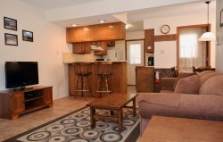 Grandview Condo #16 - In Town, PET`S WELCOME HERE!- Cable, Washer/Dryer, Wood Burning Fireplace, One Block From Main Street