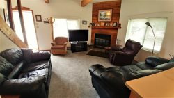 Big Sky Cabin - Located in Town- Walk to Main St-Wood Burning Fireplace-Mountain Views- Updates are taking place- NEW STOVE and FRIDGE- NEW KING and QUEEN Mattress Sets-Cute and Cozy!!!! Access to Single car garage-LOTS of parking for vehicles and ATV