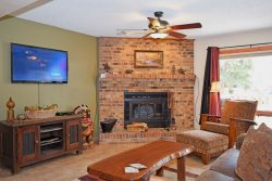 Grandview Condo #9 - In Town, Free WiFi,Satellite, Washer/Dryer, Wood Burning Fireplace, One Block From Main Street