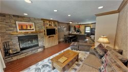 Claim Jumper Condo #2 -Beautifully Renovated townhouse! Walk to slopes and town!