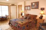 Riverbend Townhouse 1 Deluxe Downstairs Bedroom