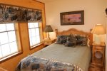 Riverbend Townhouse 1 Deluxe Mid Level Bedroom