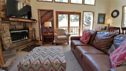 Beaver Lodge - On The River - Cable - In Town - Close to Copper Chair Lift - Wifi - Walk to Main Street - Gas Grill - Wood Burning Fireplace