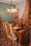 Claim Jumper Townhouse 16 Dining Area