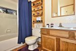Copper Creek Chalet Upstairs Bathroom