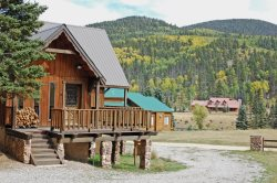 The Happy Trails Hideout- A great home in the Upper Valley, Washer/Dryer, New Gas Grill,  Satellite, Wood Burning Fireplace, Very Spacious Inside! Large Deck, Lots Of Parking, Semi Secluded, National Forest Back Yard!! Beautiful Views! Very Quiet Area