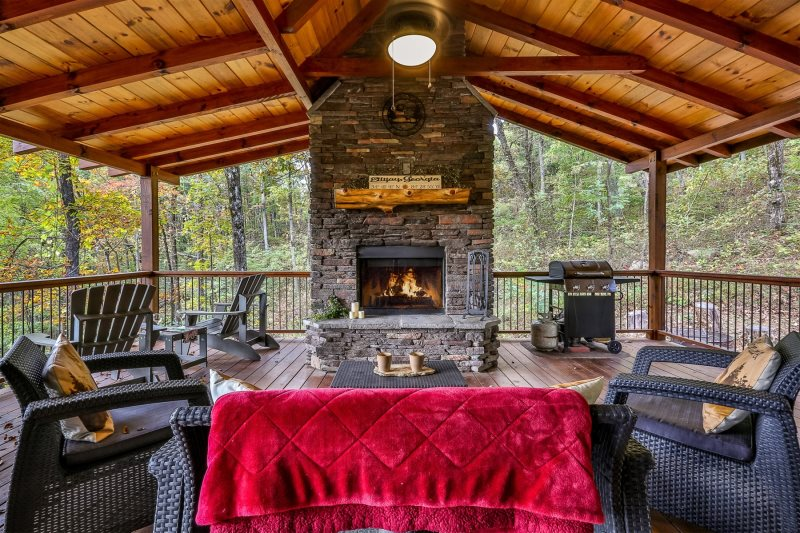 Blue Sky Cabin Rentals: Living On Mountain Tyme