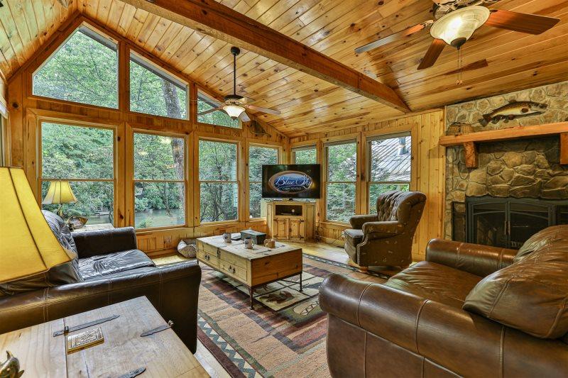 Blue Sky Cabin Rentals: Cartecay Canoe House