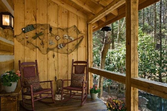 Blue Sky Cabin Rentals: Cold Mountain Pond