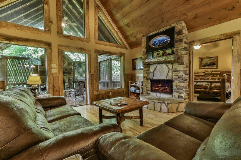 Blue Sky Cabin Rentals: Mountain Luxury Escape