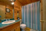 Main level bath with tub/shower unit