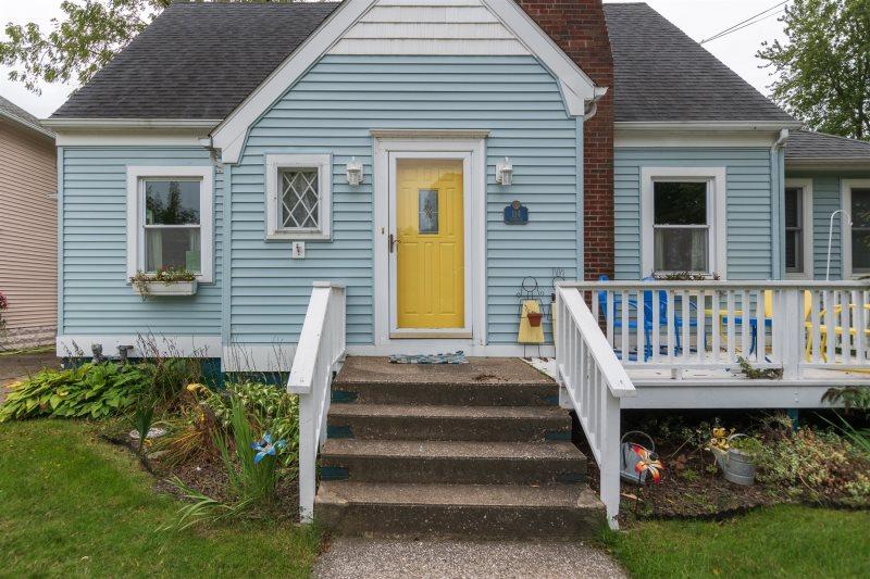 Blue Moon Cottage Just a short