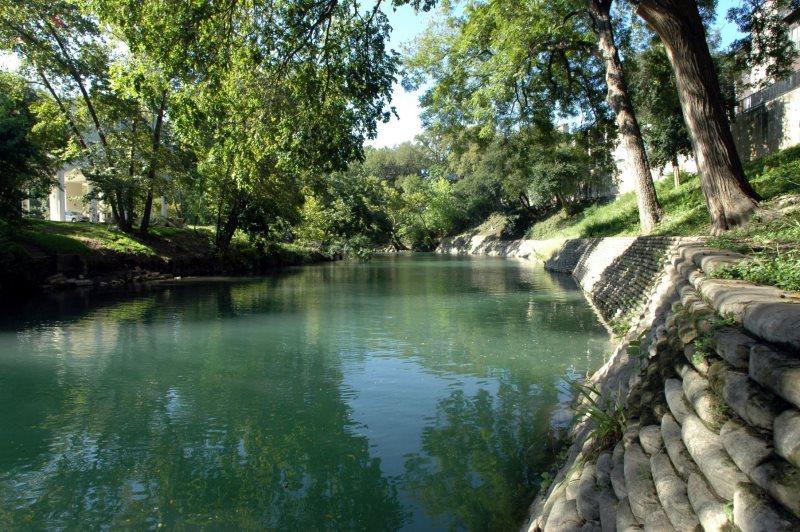 Comal River Vacation Rental Condo Near Schlitterbahn