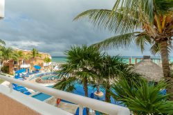 Dreamy Beachfront 3BD Condo at Sunset Fisherman's Resort