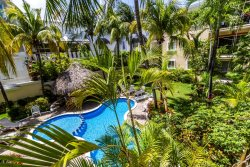 Lovely 2 Bed - 2 Bath with Tropical Court Yard + Pool