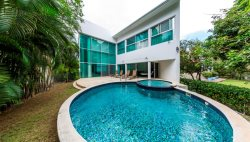 The White House- Modern Vacation Villa with private pool- Playacar -