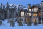 Located directly on the Bridges ski run, this is a true ski in ski out property