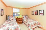 Livery 2B - Guest bedroom with twin beds