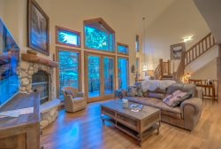 Gorgeous Steamboat Lodging Townhome a Block to Slopes