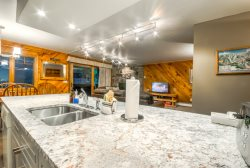 Steps To Slopes, Extra Large Ski Condo With Garage