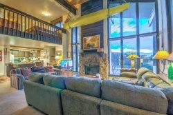 Spacious Mountain Condo for your Dream Vacation!