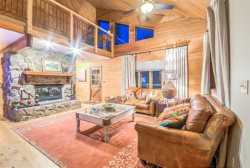 Pet Friendly Home On The Creek, Private Hot Tub, Privacy