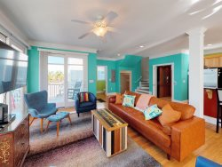 Elegant 3.5 Bedroom 2.5 Bath Close to Beach on Tybee!!