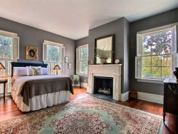 Beautiful Parlor level home, steps from historic Savannah.