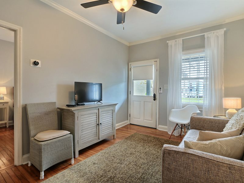 Vacation rental homes savannah georgia vacation rentals perfect 2 br 1 bath cute and cozy cottage recently remodeled savannah vacation rental mozeypictures Choice Image