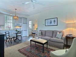 Newly Renovated One Bedroom Carriage House Steps from Forsyth Park