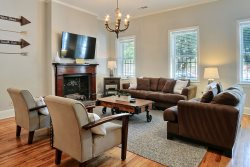 Beautiful Historic Townhome Adjacent to Forsyth Park