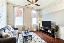 Heated Pool Access | 5*Clean | Flex Cancelation | Concert Tickets | Amazing Loft Right in the Heart of Downtown! Walking Distance To Everything!