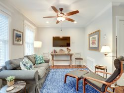 Heated Pool Access | 5*Clean | Flex Cancelation | Concert Tickets | Cozy Carriage House in the Heart of Downtown Savannah
