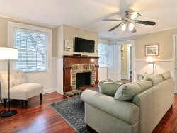 Cozy Forsyth Park Condo in Historic Savannah
