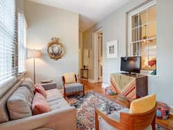 Quiet Retreat for 4 on Beautiful Jones Street