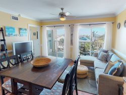 Relax and Enjoy Your Beach Vacation! This Cozy Condo is Located a Block From Tybee's Most Popular Beach!