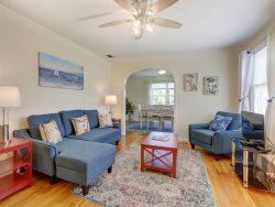 NEW! Quiet and Relaxing Location! Walk to the River Bluff and Great Restaurants