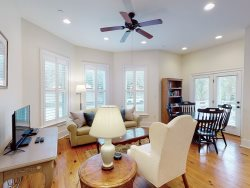 Heated Pool Access   5*Clean   Flex Cancelation   Spacious Pet Friendly Condo Near Forsyth Park with Private Parking