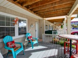 Adorable 2 Bedroom, 1 1/2 Bath Townhouse Located in Downtown Tybee, Steps to Pier!!