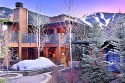 Westridge Luxury 2 BR Ketchum Vacation Condo With A/C