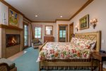 Family Suite 2- King Master Suite