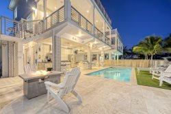 Casa Playa ~ 4 Bedroom 3.5 Bath Luxury Pool Home