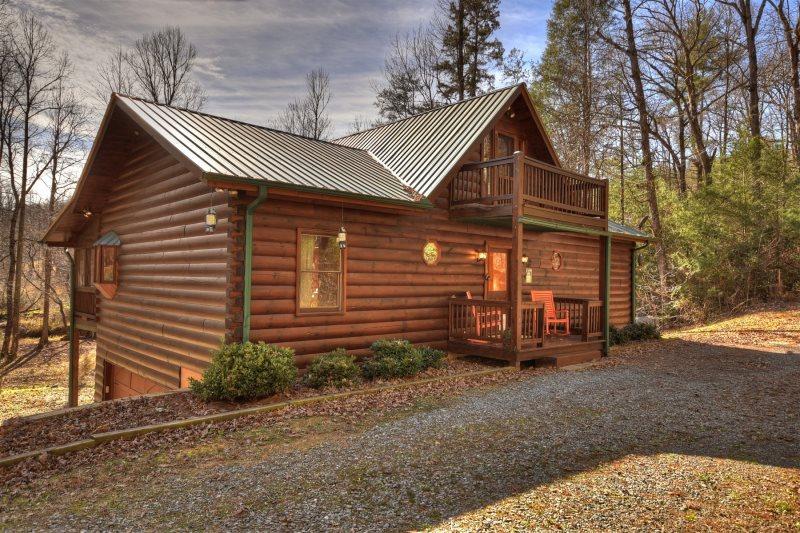 Fox Hollow is a comfortable cabin near Blue Ridge, GA, McCaysville