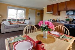 Comfy 1 bedroom with kitchen Sand Castle Inn #601