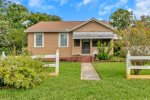 Amazing beach bungalow, less than a mile from the water!