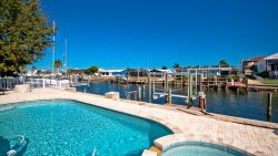 Happy Ours ~ Luxury 3 Bedroom Waterfront Canal Home with Pool